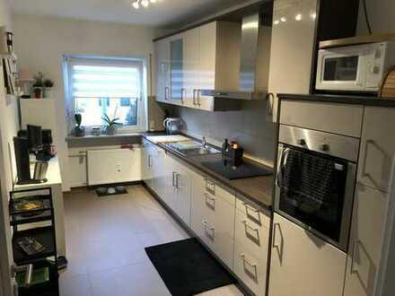 Exklusive, sanierte 3-Zimmer-Wohnung mit Balkon und Einbauküche in Main-Taunus-Kreis