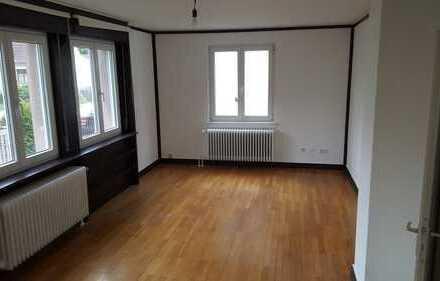 Stilvolle, vollständig renovierte 2-Zimmer-Wohnung mit Terrasse in Offenbach