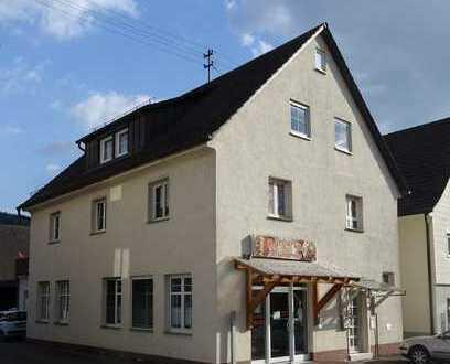 Sehr gepflegtes und renoviertes Wohn- und Geschäftshaus.