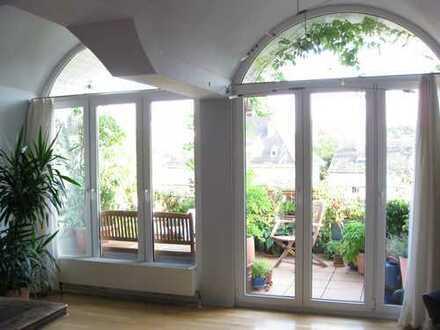 Schöne 5 Zi – Dachgeschoss-Wohnung mit Südbalkon und EBK im familienfreundlichen München-Moosach