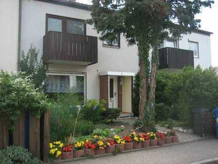 Ruhiges Wohnen in Altenfurt ! Hübsches Reihenmittelhaus aus den 60'zigern sucht neuen Besitzer