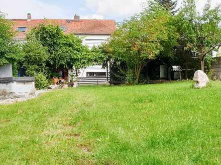 Wir haben Ihr Zuhause! , Wohnhaus in ruhiger Stadtlage mit großem Garten