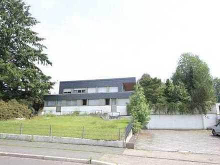 NÜMBRECHT-ZENTRUM: Außergewöhnliche, ehemalige Millionärsvilla mit Schwimmbad und 4-fach Garage