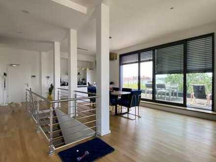 Penthouse-Maisonette ab 01.08 / XXL-Terrasse / Aufzug / Concierge / Kamin