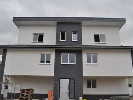 Erstbezug Penthousewohnung oder barrierefreie Erdgeschosswohnung mit großzügigem Garten in Kirspenic