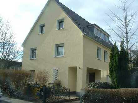 Chice DG-Wohnung im 3-Familienhaus in der Gartenstadt nahe Voßkuhle