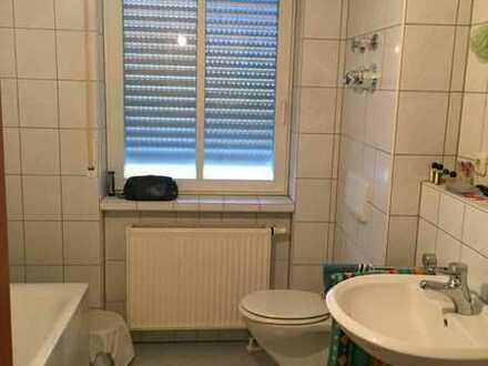 Erstbezug nach Sanierung mit EBK und Balkon: freundliche 2-Zimmer-Wohnung in Erlangen