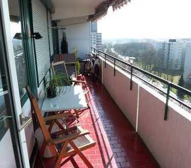 Gepflegte 3-Zimmer-Wohnung mit Balkon und Einbauküche in Eschborn
