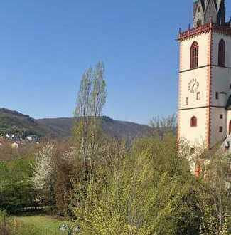 Schöne, sehr helle neu renovierte 3 Zimmerwohnung mit tollem Blick in den Rheingau