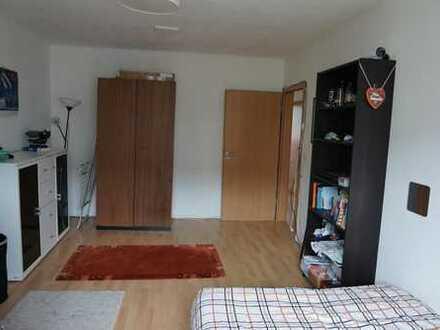 19m² geräumiges Uni-nahes WG-Zimmer in 2er WG (mit Wohnzimmer!)