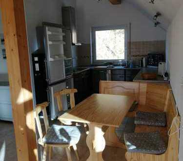 Stilvolle, gepflegte 2-Zimmer-DG-Wohnung mit Balkon und EBK in Grafenau