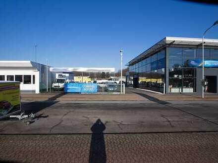 Voll Vermietet - 1A Lage, PKW/LKW Werkstatt, 10 Sektionaltore,Showroom und ein modernes Glasgebäude