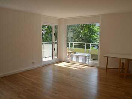 Sehr helle, renovierte 3-Zimmer-Wohnung mit Balkon, EBK und Tiefgarage