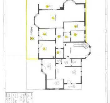 Lichtdurchflutete, zentral gelegene 4,5-Zimmerwohnung mit 2 Balkonen