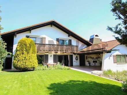 Exklusives Einfamilienhaus im Landhaus-Stil mit Swimming Pool und unverbautem Alpenblick