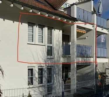 Stilvolle, gepflegte 2,5-Zimmer-Wohnung mit Balkon und Einbauküche in Wolfschlugen