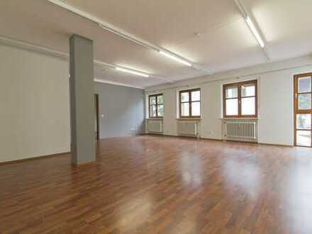 Attraktive Bürofläche in Innenstadtlage mit Einbauküche im 1. Obergeschoss!