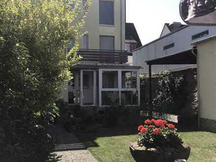 """KL - Nähe FH/Klinikum, EFH mit Eigentumsgrundstück, """"TOP-Garten"""" Wintergarten, XXL Garage"""