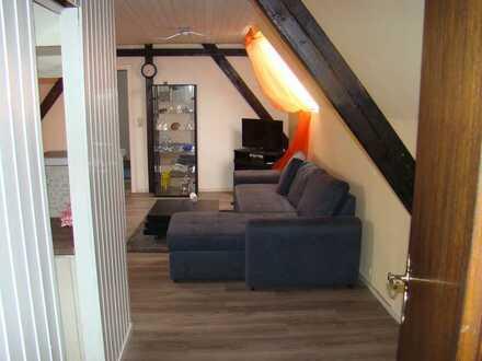 Schöne 2-Zimmer-Dachgeschosswohnung mit Einbauküche in Essen