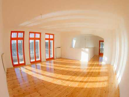 Traumhafte Aussichten! 4-Zimmer-Dachgeschoss-Wohnung (mit 2 Balkonen)