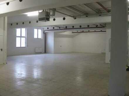 315m² Lager mit Laderampe - 100m² Büro/Showroom/Verkauf - zentrumsnah - 5 Min. zur B17 -