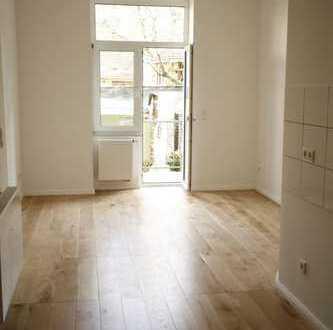 Sanierte 2-Zimmer Altbauwohnung mit Balkon und Garten in bester Lage