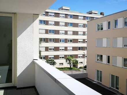 Neuwertige 3-Zimmer Neubau Wohnung mit Balkon und EBK in zentraler Lage Böblingen