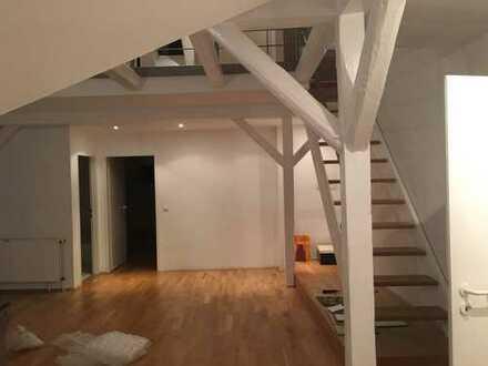 Exklusive, geräumige 2-Zimmer-Maisonette-Wohnung mit Balkon und Einbauküche in Braunschweig
