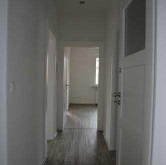 Vollständig renovierte 3-Zimmer-Wohnung mit Balkon und EBK in Lichtenfels