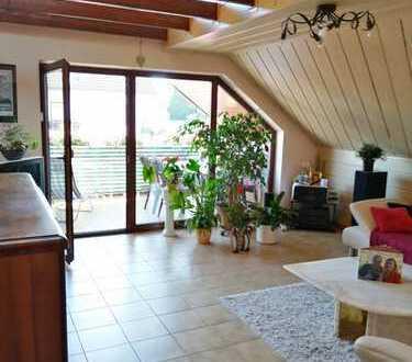 Gepflegte 4-Zimmer-Maisonette-Wohnung mit Balkon und Einbauküche in Mühlheim-Lämmerspiel