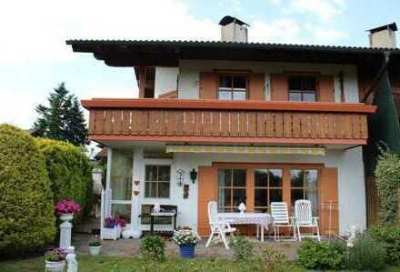 Schöne Doppelhaushälfte in bester ruhiger Lage mit kleinem Garten
