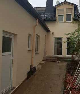 Stadthaus-kernsaniert-Hof-ohne Garten-2 Duschbäder