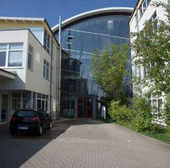 helles großzügiges Büro in Bürogebäude am Stadtrand Halle
