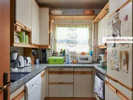 IMMOBERLIN: Lichtdurchflutete Wohnung mit Westloggia in optimaler Infrastruktur