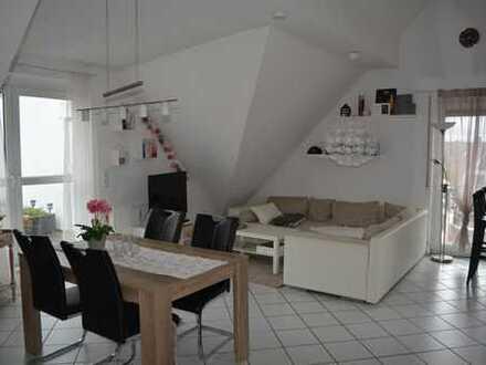 KLEIN ABER MEIN. Wunderschöne & helle Dachgeschoss-Wohnung in kleiner Wohneinheit mit Dachterrasse.