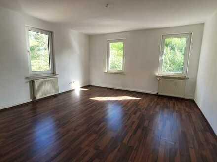 Große, helle 3-Raum-Wohnung