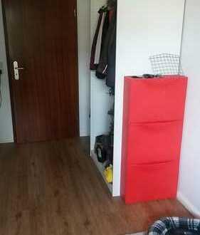12qm großes und helles WG Zimmer in renovierter Wohnung
