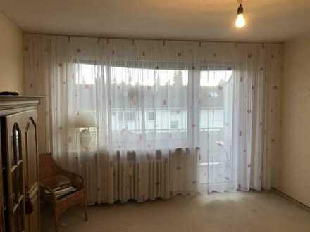Wohnen in Ronsdorf. 3-Zimmer-Wohnung mit Retro-Wannenbad, Balkon und Garage.