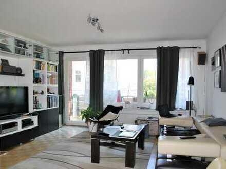 Charmante, großzügige 3,5-Zimmer-Wohnung mit Balkon in zentraler Lage