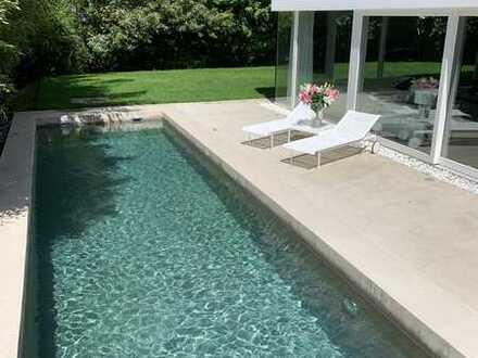 Minimalistisches Architektenhaus mit Pool auf dem Lerchesberg-von privat