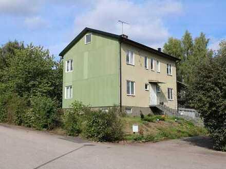 Haus mit 2 Wohneinheiten in Traryd unweit des Badeplatzes. Pendelabstand nach Älmhult