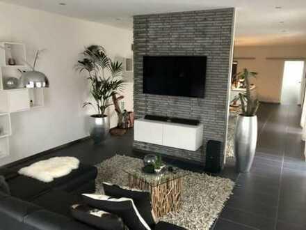 Exklusive, zentrale Penthouse-Wohnung über den Dächern Neustadts