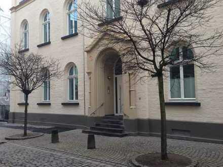 Luxuswohnung im saniertem Denkmal, 150 m zum Rhein, inklusive Küche und Einbauten