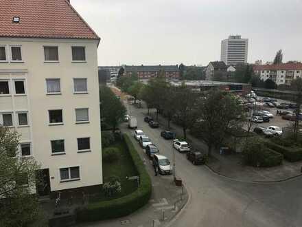 Geräumige 2-Zimmer-Wohnung mit EBK in toller Lage!