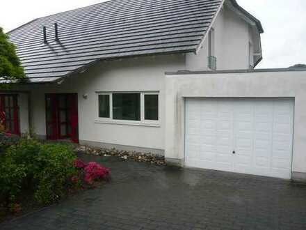 Moderne Doppelhaushälfte mit Garten und EBK