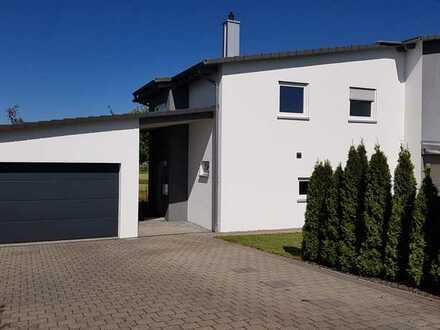 Neuwertiges Einfamilienhaus mit Terrasse und Garten in Oberndorf - Bochingen