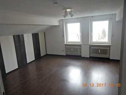 Gepflegte 1-Zimmer-Dachgeschosswohnung mit Einbauküche in Kulmbach