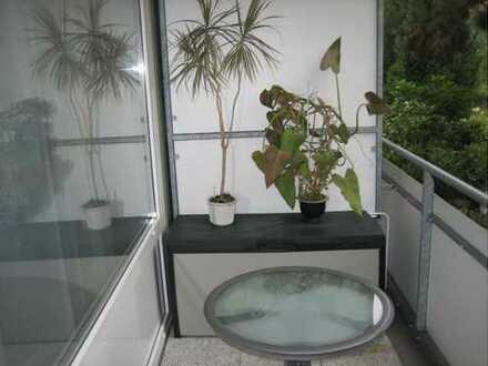 Gute Kapitalanlage: Ruhige 1-Zimmer mit Balkon, Hallenbad und Sauna