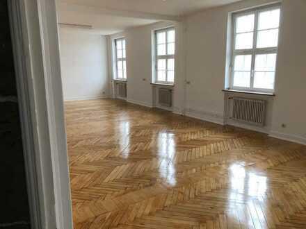 Repräsentative Büroräume in historischem, renovierten Gebäude vor den Toren WOBs/ bei Helmstedt