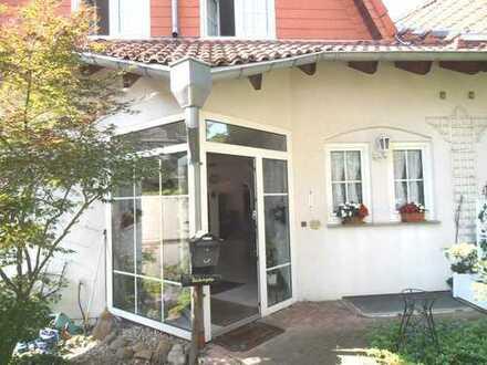 1 Fam. Haus, DHH, Mannheim / Schönau ( Siedlung ), gepflegt, VKP 426 000 Euro.